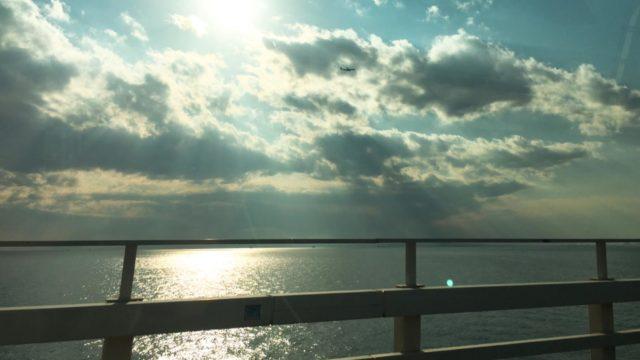 車内から見た館山の空