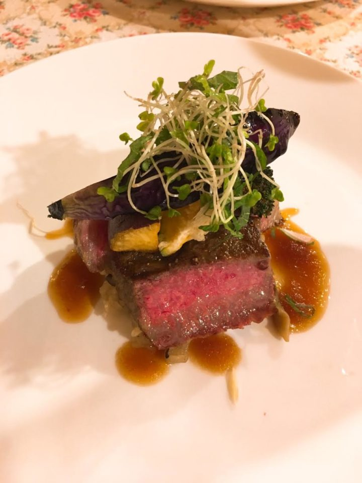オーパヴィラージュの肉料理